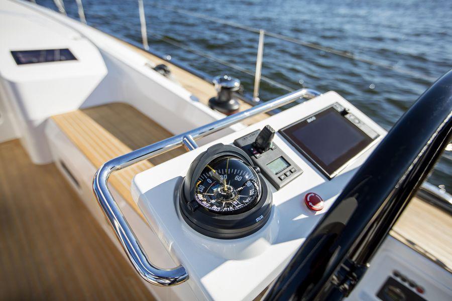 Swan 48 navigazione timoneria