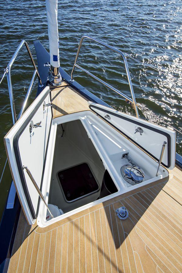 Swan 48 navigazione prua gavone