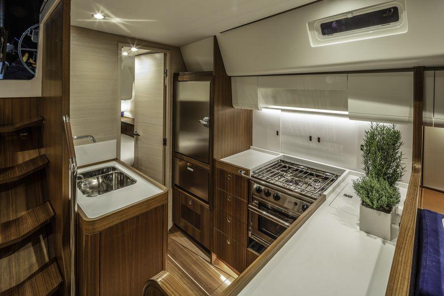 Swan 48 salone cucina