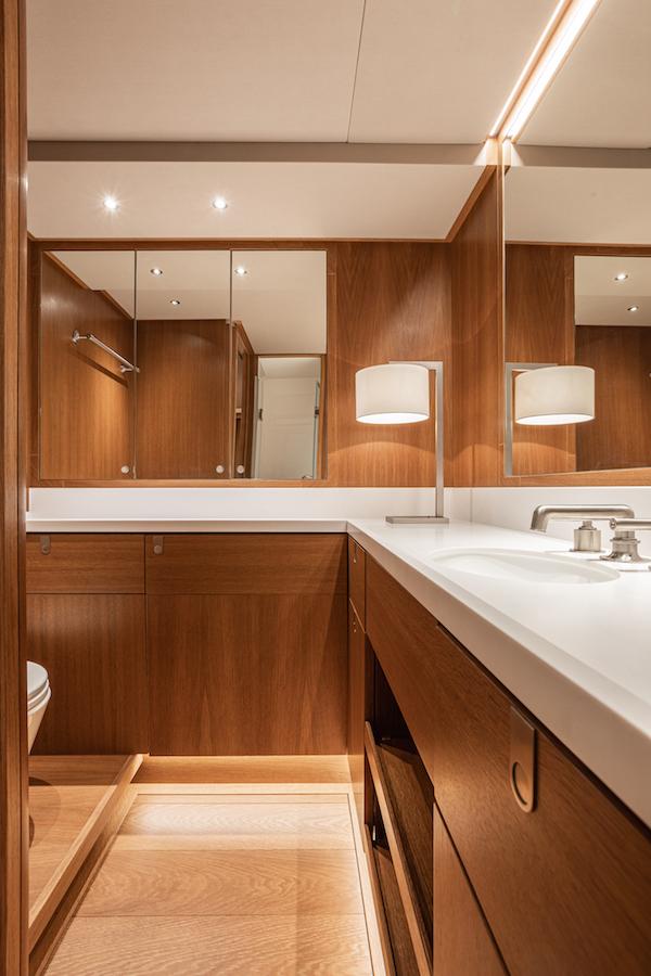 Swan 98 interni bagno