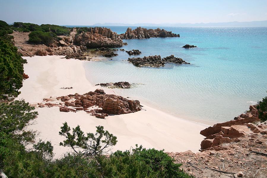 Charter barca a vela Sardegna e Corsica  Alcune proposte di navigazione in Sardegna: